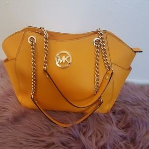 Yello purse